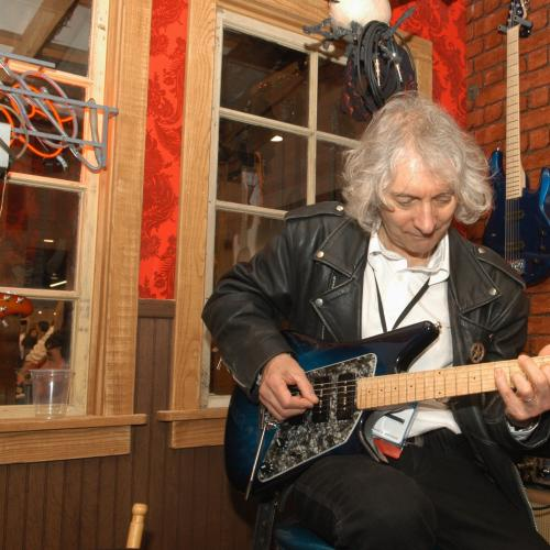 Grammy Award Winner Albert Lee Opens Up About His Career