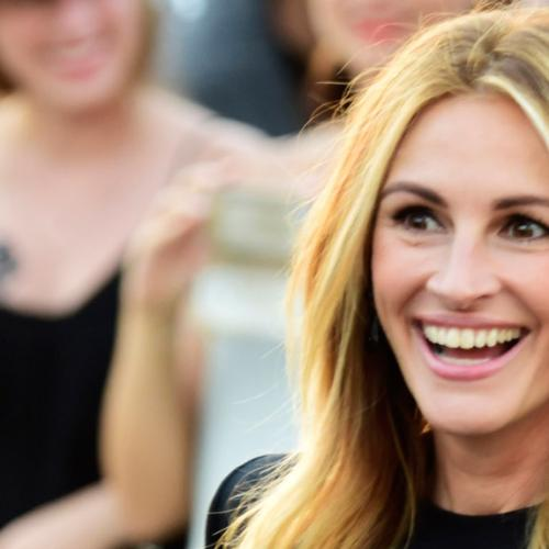 Julia Roberts Snaps Back At Troll Who Dissed Her Nail Polish
