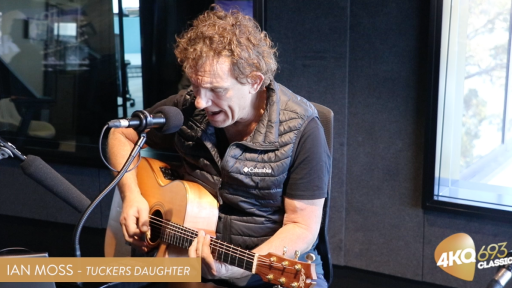 Ian Moss Performs Tucker's Daughter!