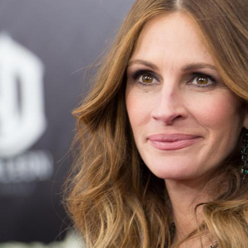 Julia Roberts Commits Red Carpet Faux Pas... But we Love It!