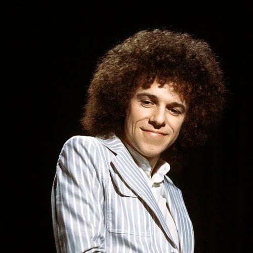 "Leo Sayer Spills The Truth Behind 70's Disco Smash ""You Make Me Feel Like Dancing""!"