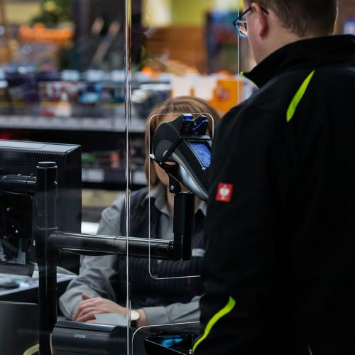 Virus Expert Claims That Those Plastic Shields At Supermarket Checkouts Don't Actually Do Anything