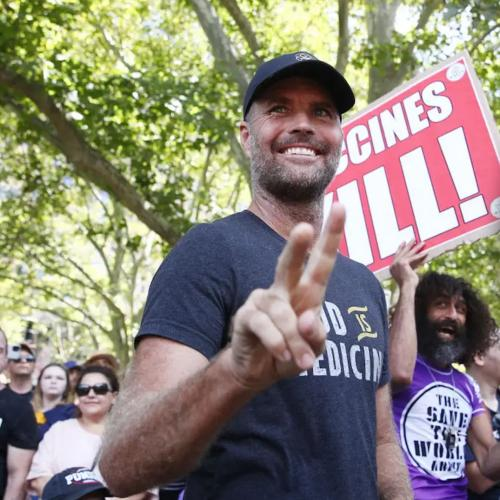 """Celebrity Chef Pete Evans Fined For Promoting A """"Miracle Cure"""" For Coronavirus"""